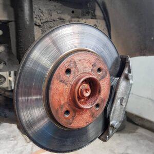 Заміна гальмівних колодок авто